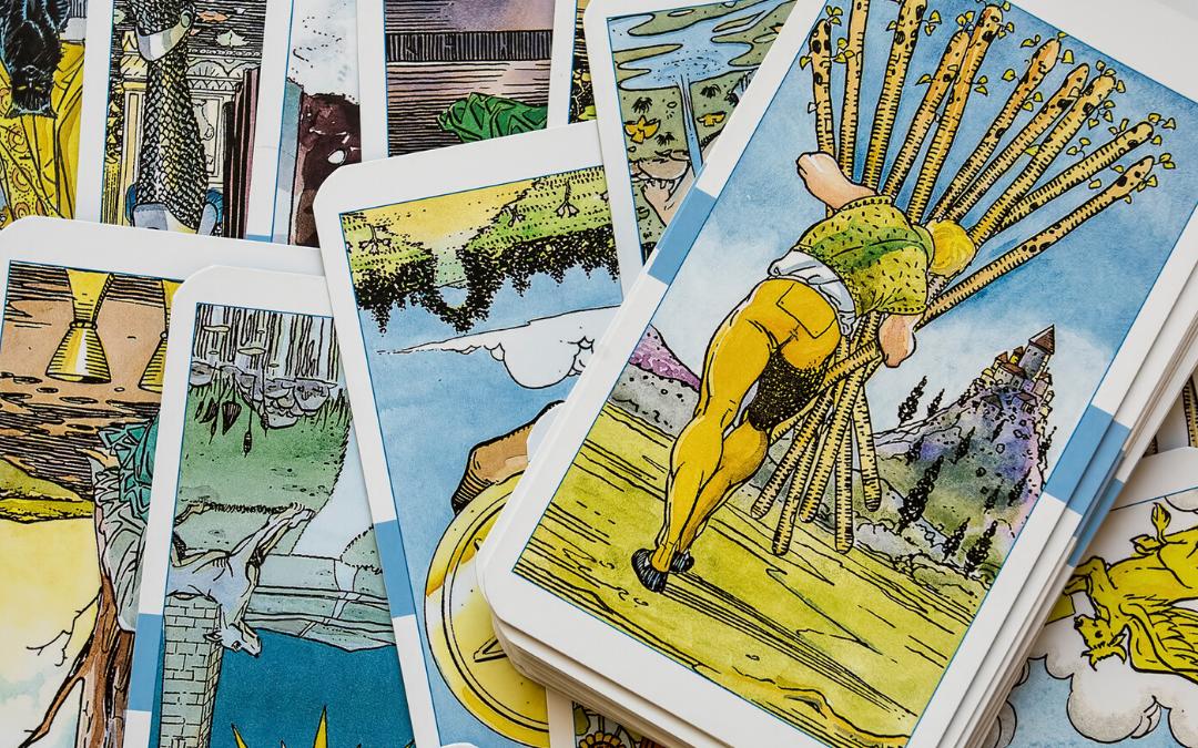 Comment bien tirer les cartes divinatoires en 10 étapes
